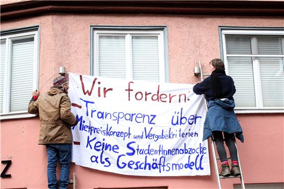 Protest am Hotel Hospiz: Initiative fordert Transparenz