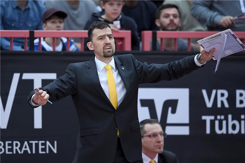 https://www.tagblatt.de/Nachrichten/Basketball-Assistenztrainer-steigt-beim-Bundesliga-Absteiger-Tuebingen-zum-Chefcoach-auf-372013.html http://www.tagblatt.de/Bilder/Der-neue-Tuebinger-Cheftrainer-Aleksandar-Nadjfeji-Bild-545077l.jpg