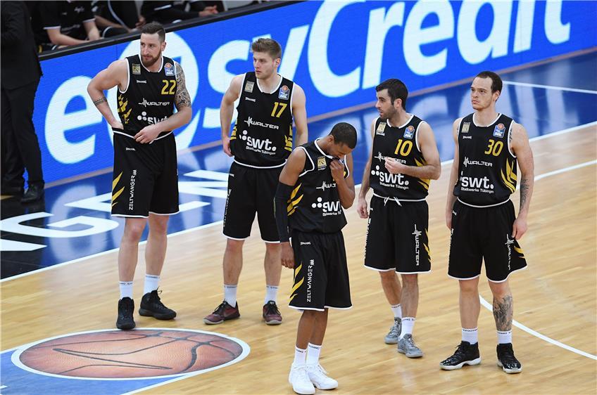 https://www.tagblatt.de/Nachrichten/Tuebinger-Basketballer-verabschieden-sich-mit-6491-gegen-Jena-aus-der-1-Bundesliga-369504.html http://www.tagblatt.de/Bilder/Phillipp-Heyden-Mathis-Moenninghoff-Barry-Stewart-Jared-538618l.jpg
