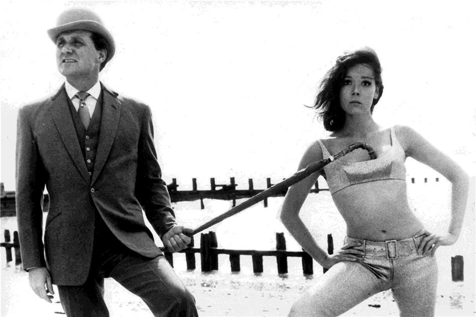 Poncho ou K-Way ? Sexy-aber-mit-Stil-Diana-Rigg-und-John-Steed-Foto-dpa-376394og