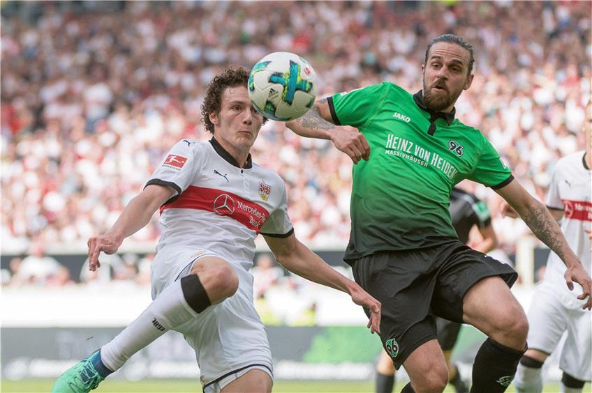 https://www.tagblatt.de/Nachrichten/VfB-plant-Transferoffensive-371065.html http://www.tagblatt.de/Bilder/Top-Verteidiger-des-VfB-Benjamin-Pavard-beim-letzten-542415l.jpg