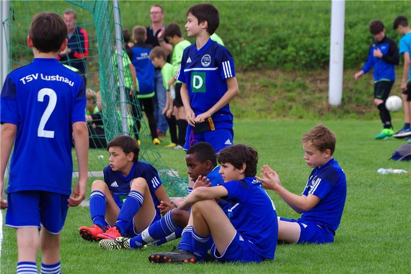 Fußballturnier mit Zeltlager